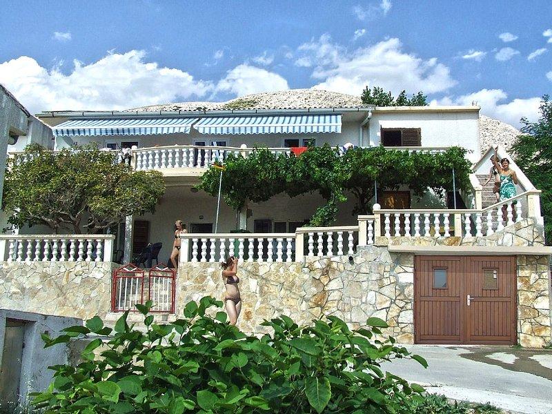 Ferienwohnung mit Meerblick Strand nah  mit Terrasse für 4-5 Personen mit Küche, aluguéis de temporada em Island of Pag