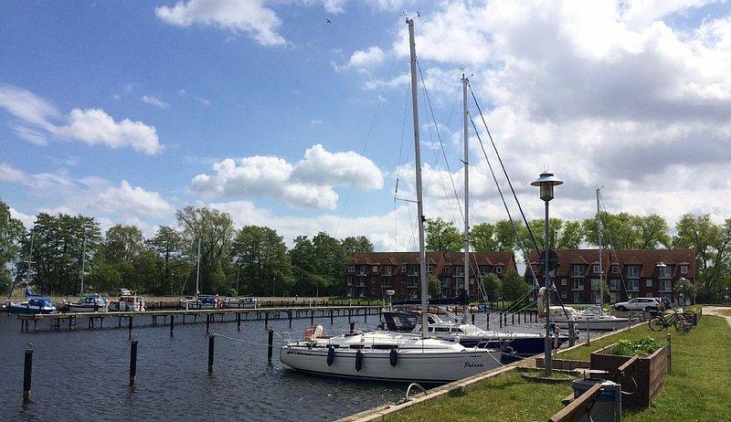 Schöne Ferienwohnung an der Ostsee mit Blick auf Yachthafen, casa vacanza a Ueckermunde