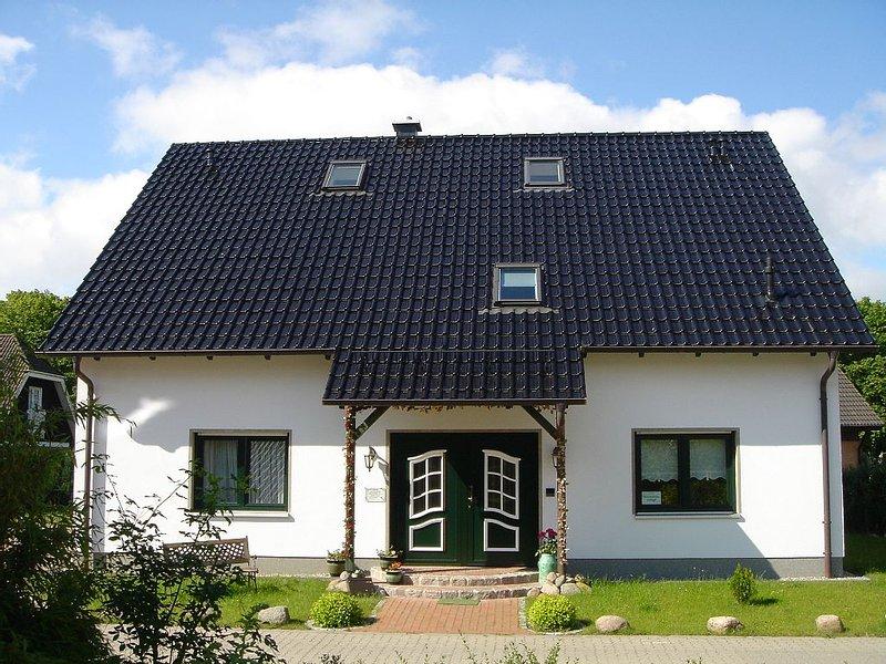 3 Sterne Fewo Emmely, ruhige Lage, Parkplatz am Haus, Internetzugang, holiday rental in Lancken-Granitz