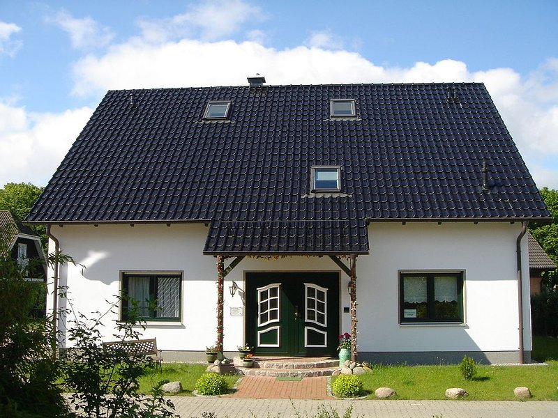 3 Sterne Fewo Emmely, ruhige Lage, Parkplatz am Haus, Internetzugang, holiday rental in Ostseebad Binz
