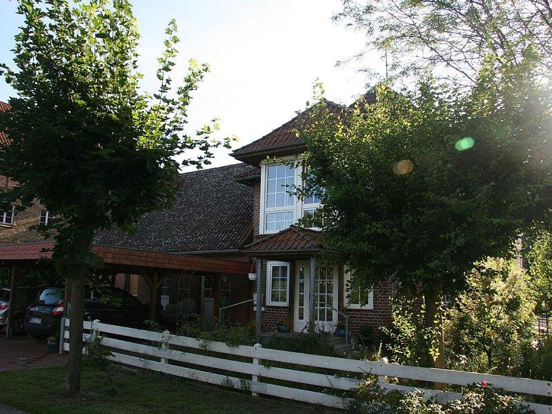 Schönes ruhiges  Ferienhaus(Sackg)mit 2Terrassen, Teich u.Garten,Carport, WLan, location de vacances à Wittenberge