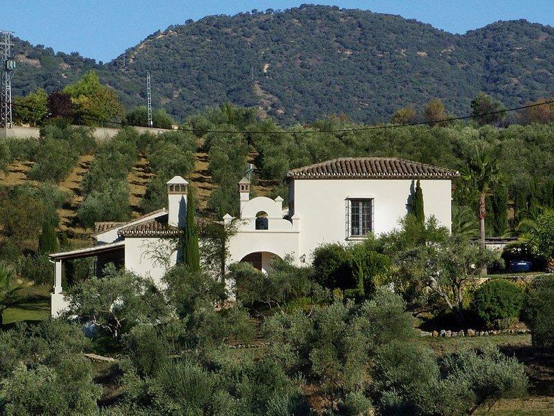 Elegantes Landhaus bei Ronda mit herrlichem Blick auf die Sierra von Grazalema, alquiler vacacional en Setenil de las Bodegas