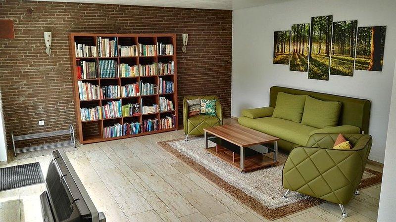 Schöne helle 2 Zimmer Wohnung in der Natur, holiday rental in Taunusstein