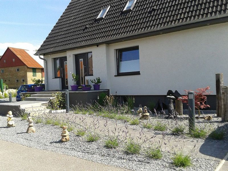 Moderne Ferienwohnung mit Komplettausstattung für 4 Personen, holiday rental in Kiel
