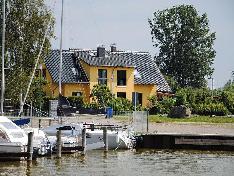Am Hafen gelegenes FH; Wasserblick, Sauna, Kamin, ****, casa vacanza a Hessenburg