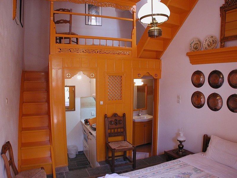 Kochylia trad. Haus 1 (orange) in zentraler ruhiger Lage, holiday rental in Trachi