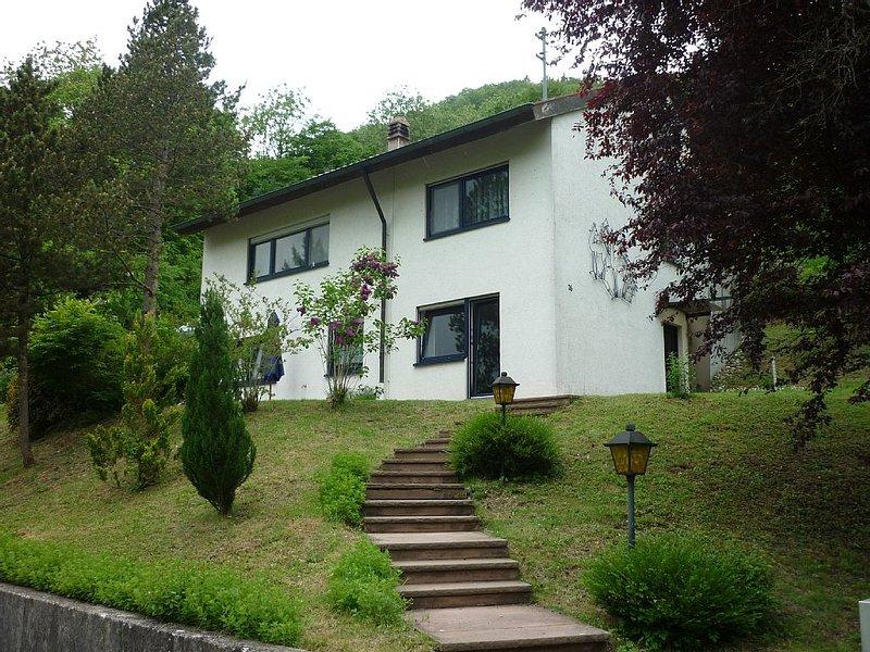 Moderne, ruhig gelegene Fewo für 2-4 Personen im Naturpark Oberes Donautal, holiday rental in Mengen