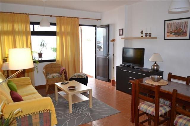 stilvol eingerichtes Apartment mit sonniger Südwest Terrasse, holiday rental in Playa Honda