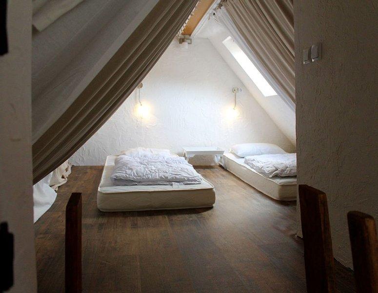 Geschmackvoll und komplett eingerichtetem Ferienhaus für 4-6 Pers im Pfalzerwald, vacation rental in Kaiserslautern