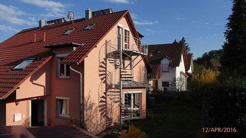Der Zugang zur FerienWohnung geht über Wendeltreppe und den Balkon.