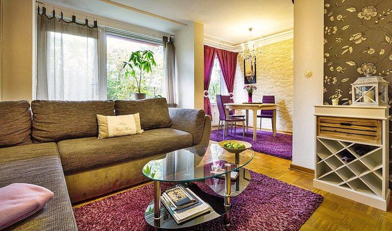10 Gehminuten bis zum Berg! Familien-Apartment mit Terrasse - WLAN gratis, holiday rental in Veltheim
