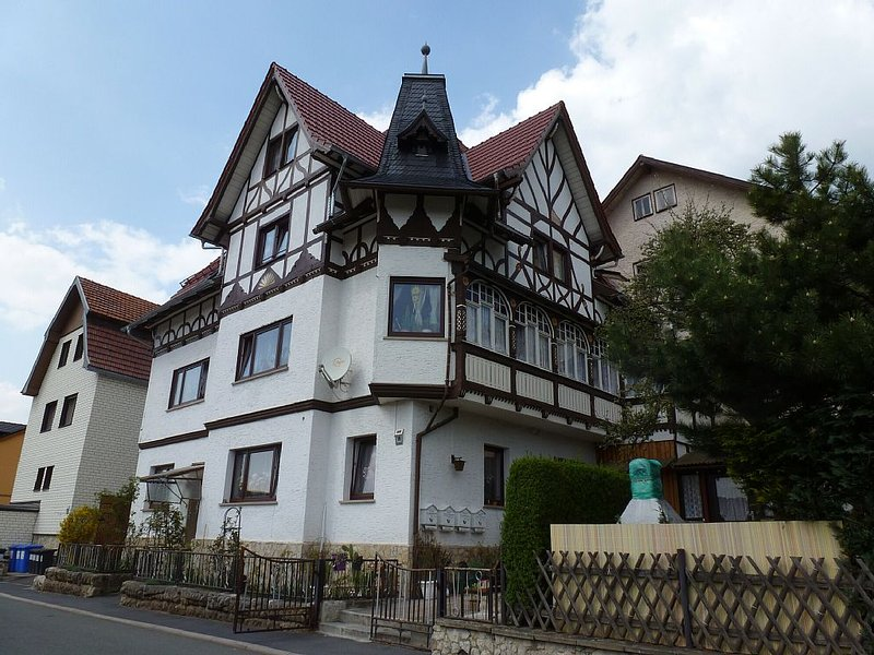 Moderne Wohnung mit eigener Sauna, aluguéis de temporada em Steinheid