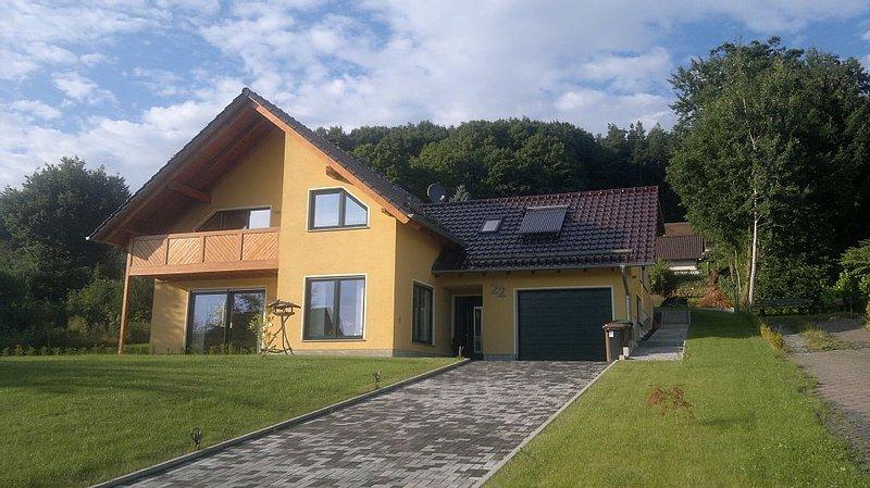 Neue, moderne und ruhig gelegene Ferienwohnung in Nieste bei Kassel, aluguéis de temporada em Niestetal