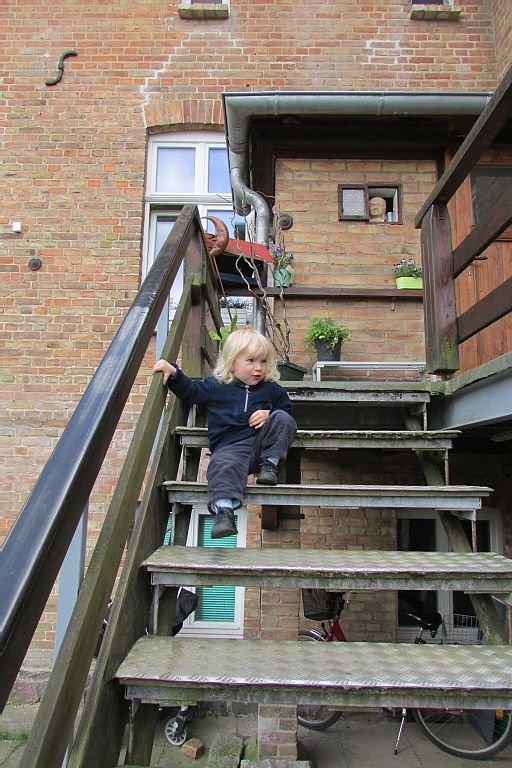 separater Eingang zur Wohnung im Hof mit kleinem Gast
