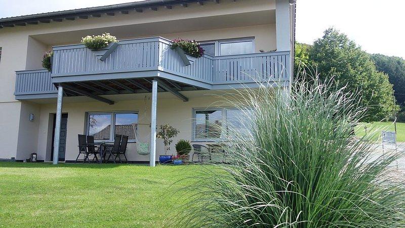 komfortable 4 Sterne Ferienwohnung mit großer Terrasse und schönem Panorama, location de vacances à Manderscheid