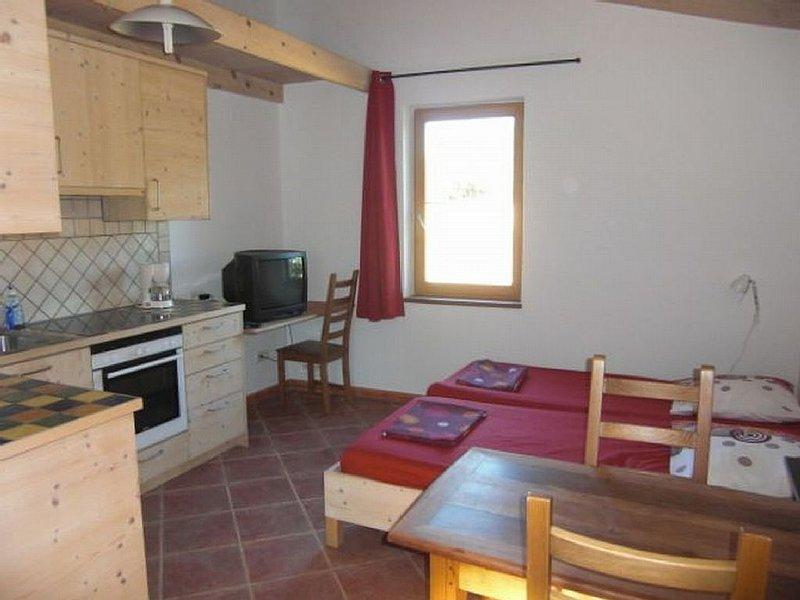Ruhig gelegenes Apartment für zwei mit Pool und in Flussnähe, location de vacances à Le Pouget