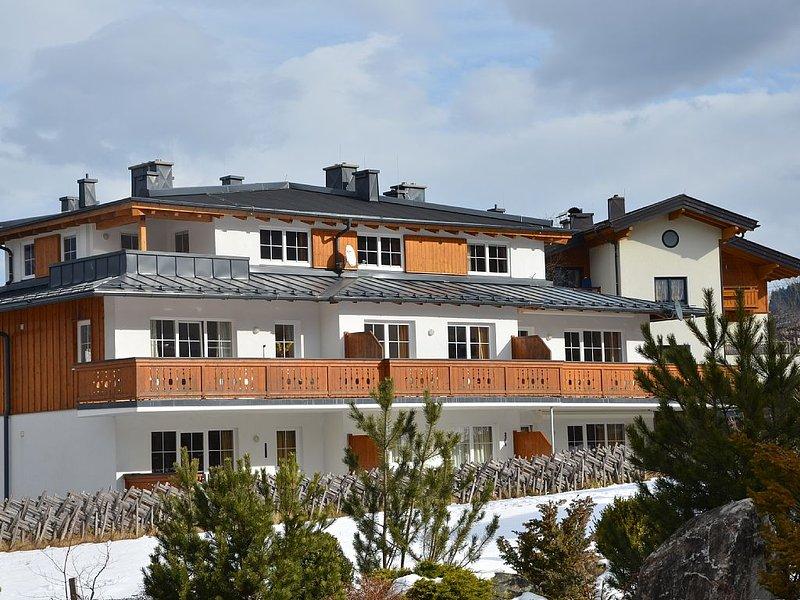Luxuriöse Penthousewohnung mitten in Kaprun/ ein Stockwerk für Sie ganz allein!, holiday rental in Kaprun