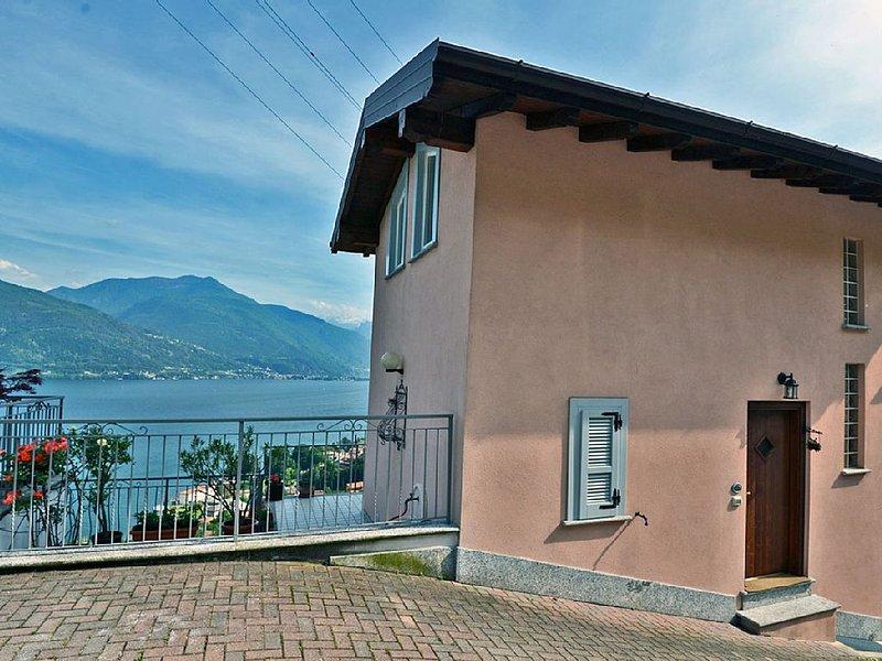 Haus in Musso,familienfreundlich,strandnah,Seeblick,Wandern,ruhig,bis 4 Personen, holiday rental in Musso