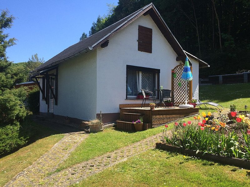 Ferienhaus im schönen Erbstromtal zu Füßen des Thüringerwaldes und Rennsteigs, location de vacances à Wutha-Farnroda