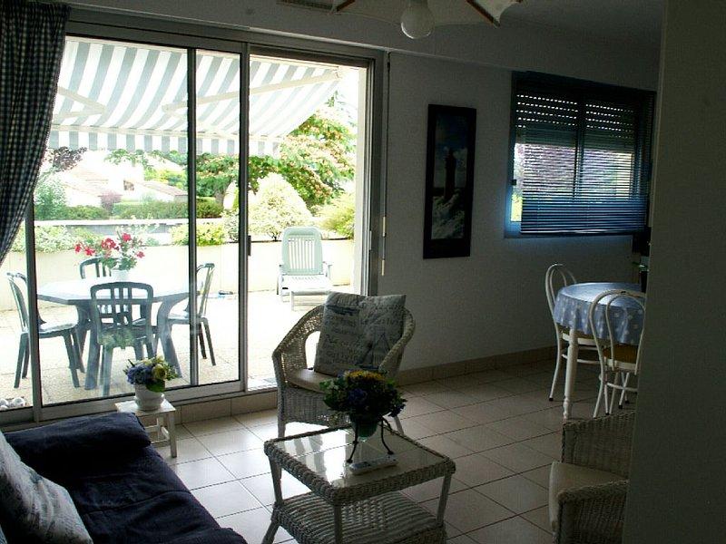 Appart. tt confort, terrasse 30m² - piscine chauffée - tennis - golf - boules, vacation rental in Pornic
