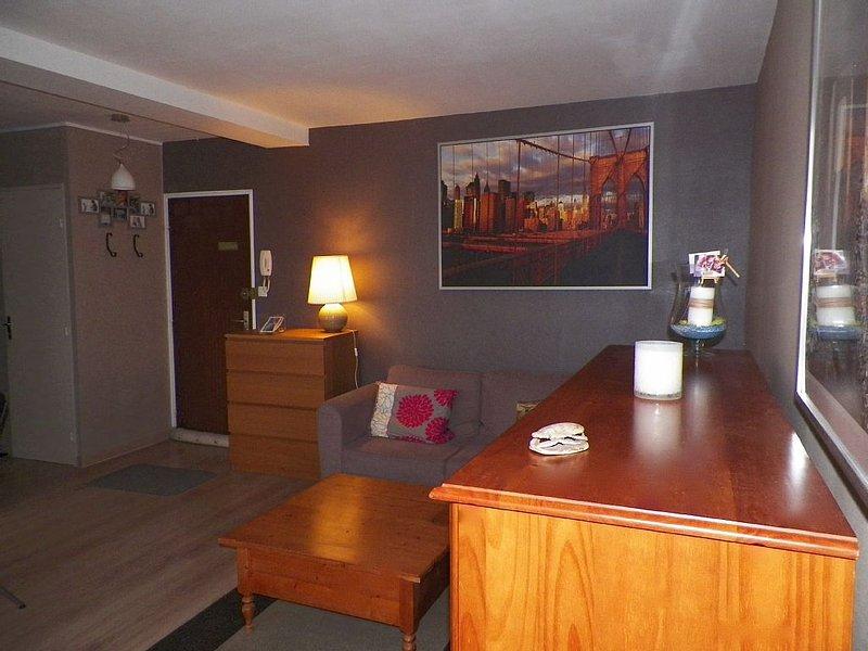 Appartement refait 42 M2 dans résidence., alquiler vacacional en Caen