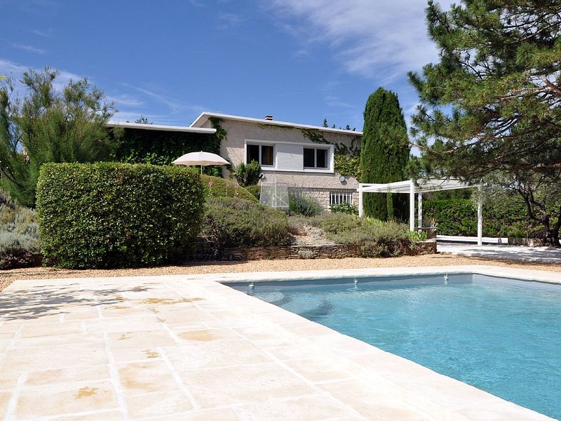 House downwind. Welcome to Provence!, holiday rental in Saint-Roman-de-Malegarde