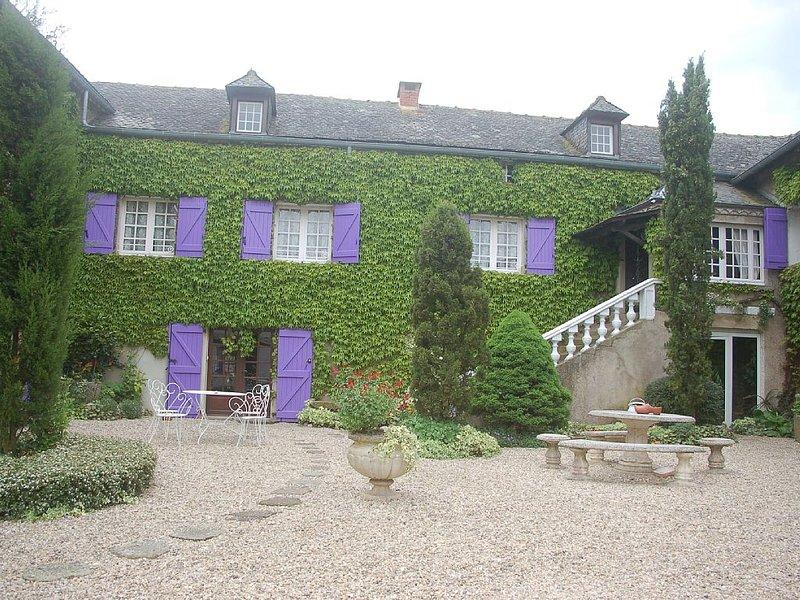 Gite 6 personnes avec piscine près de Cordes et Albi, vacation rental in Mirandol Bourgnounac