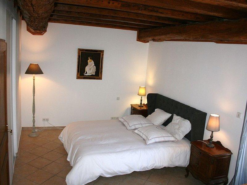 MAISON en pierre, dépendances du Château de MALVES, proche Cité de CARCASSONNE., Ferienwohnung in Trebes
