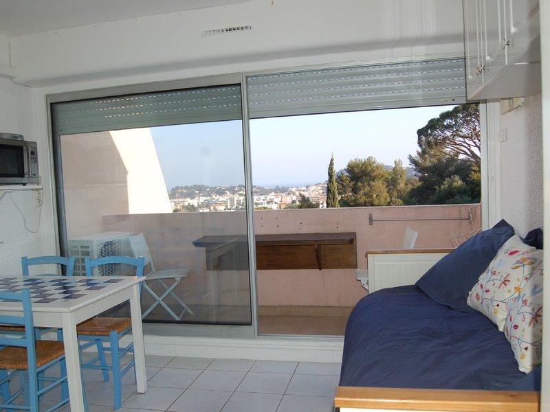 Studio Sea Cavalaire Ocean View, holiday rental in Cavalaire-Sur-Mer