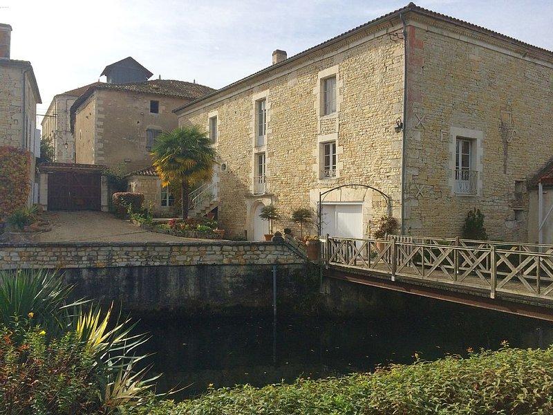Un loft 4* dans une ancienne Meunerie, avec vue sur la Charente et sa campagne, aluguéis de temporada em Charme