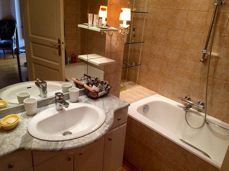 Slaapkamer 2 met badkamer en aangrenzend toilet
