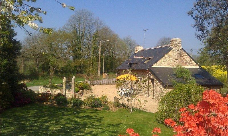 PROMOTION !  Location  : ancienne  maison  bretonne ,  en pierres  , en campagne, location de vacances à Rosporden