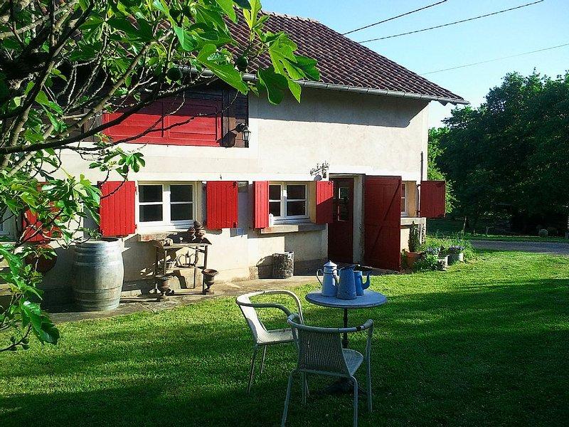 Maison pleine campagne  piscine partager animaux domestiques et vue splendide, holiday rental in Albas