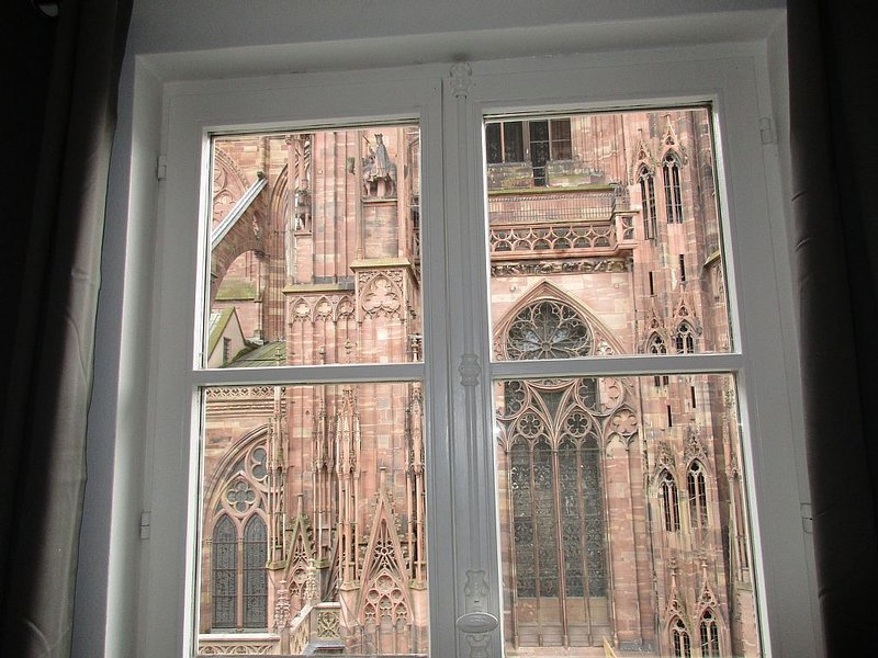 4 Pièces meublé 85m2 Place de la Cathédrale Centre-ville Strasbourg, alquiler vacacional en Estrasburgo