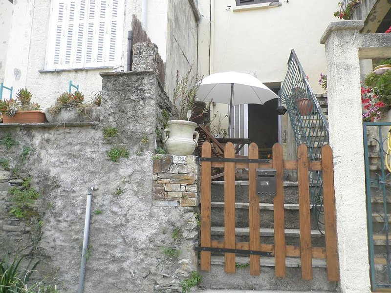 character studio in the village center of Mausoléo, holiday rental in Pietracorbara