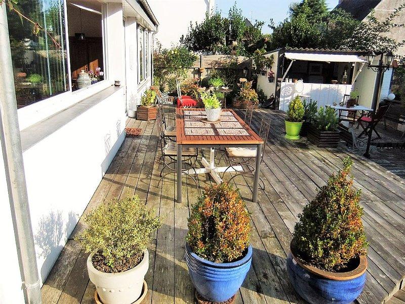 Maison de caractère avec terrasse et jardin clos de 600 m² à Vannes, holiday rental in Meucon