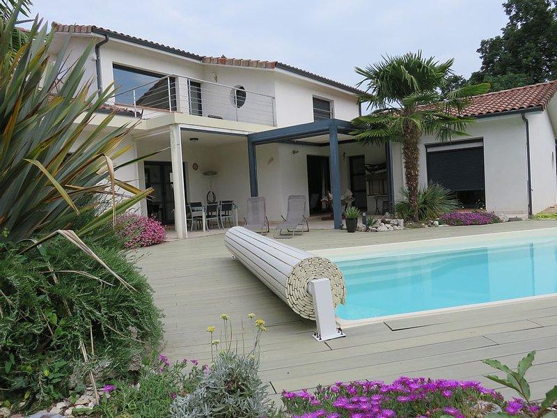 VILLA CONTEMPORAINE 3 CHAMBRES AUX PORTES DE TOULOUSE, vacation rental in Lagardelle-sur-Leze