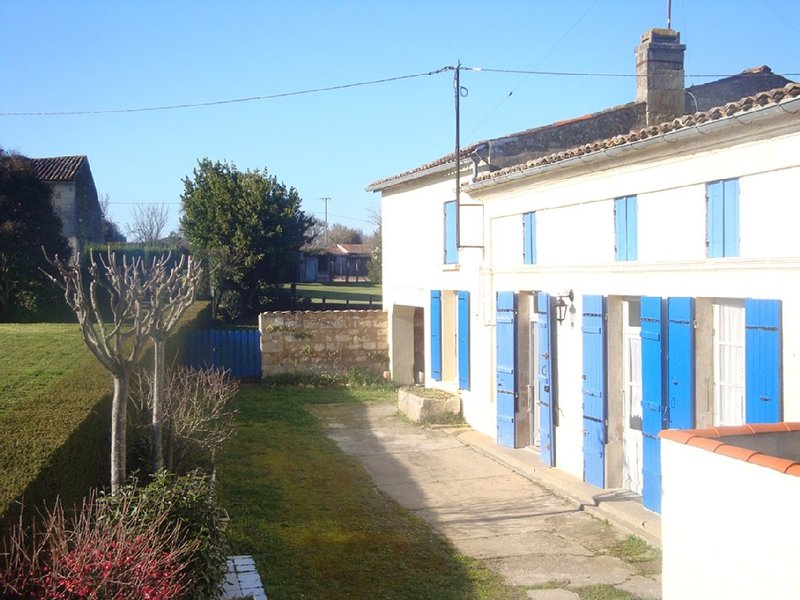 Maison de village proche Royan et Jonzac, holiday rental in Saint Thomas de Conac