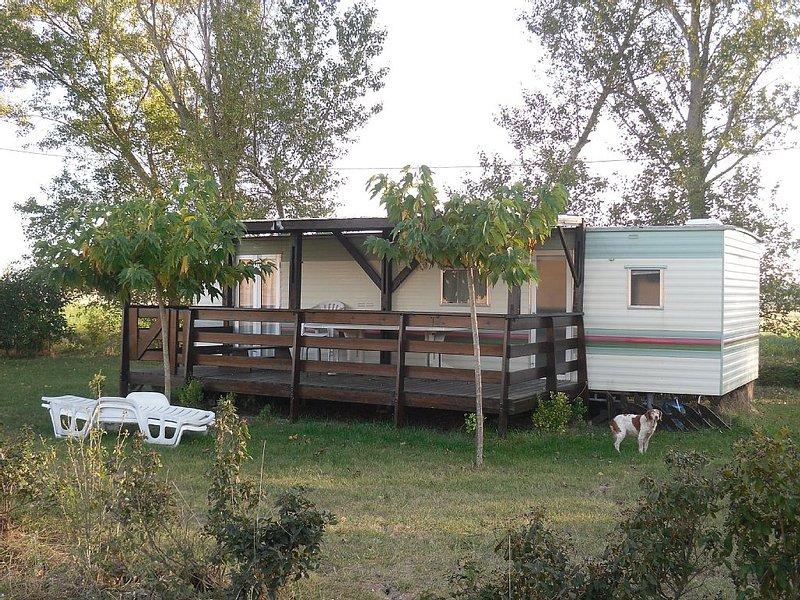 Mobil home à la ferme piscine, calme et convivialité, alquiler vacacional en Carlipa