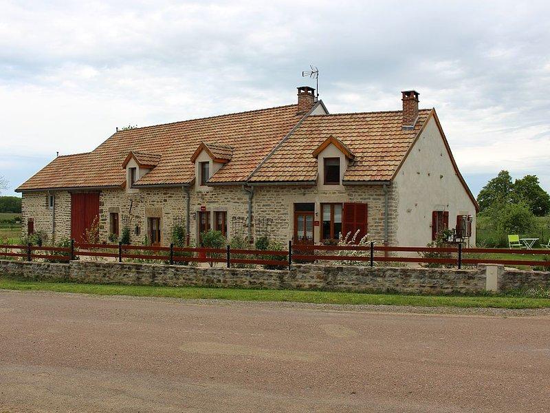 AU COEUR DE LA BOURGOGNE , CHAMBRE HÔTE 2 à 5 PERSONNES,PROCHE  DIJON ET BEAUNE., casa vacanza a La Bussiere-sur-Ouche
