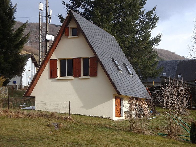 Joli Chalet Vallée de Campan avec vue superbe et tranquilité – semesterbostad i Heches