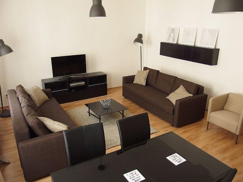Light & airy flat near city center/Appartement lumineux dans le centre de Prague, holiday rental in Prague