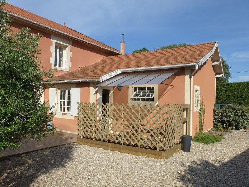 Mignonne petite maison 4 pièces/60m² + Terrasse proche centre et plage, aluguéis de temporada em Le Verdon Sur Mer