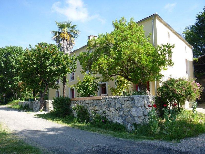 Chambre d'hôtes Cèdre nichée dans un vallon, rénovation récente, holiday rental in Montagnac-sur-Auvignon