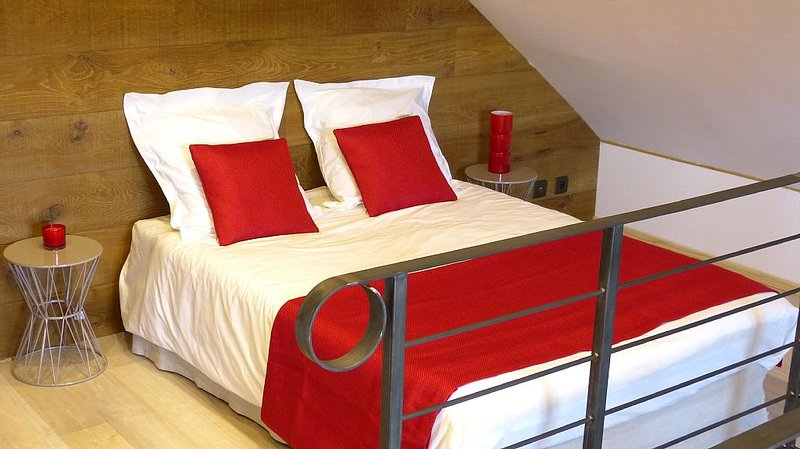 Chambre 2 : lit double 140x190 / twin size bed
