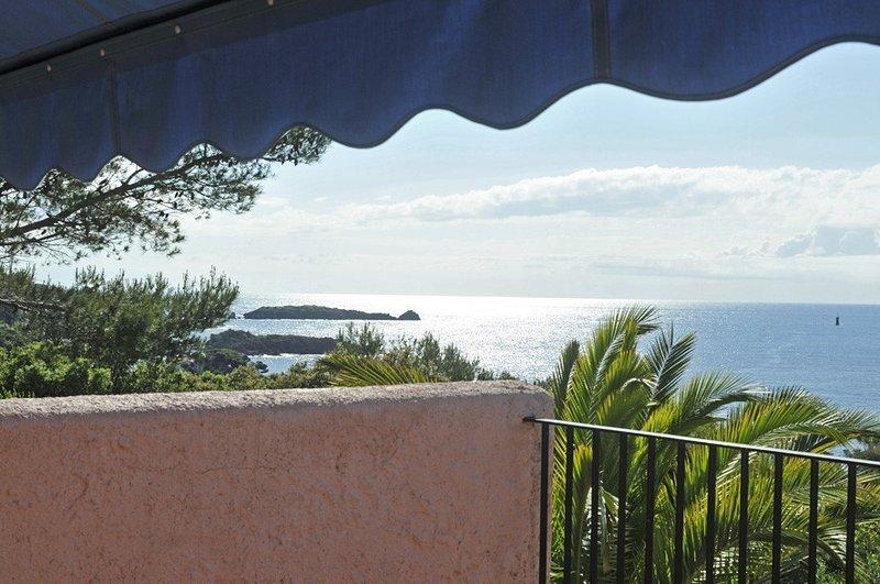 Vue et site exceptionnels à 100 m de la mer - Bastidon (Agay/Esterel/Var), vacation rental in Agay