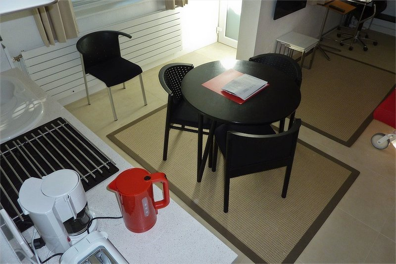 'The Cosmobulles' furnished Studio. Gr Boulevards, vacation rental in Lille