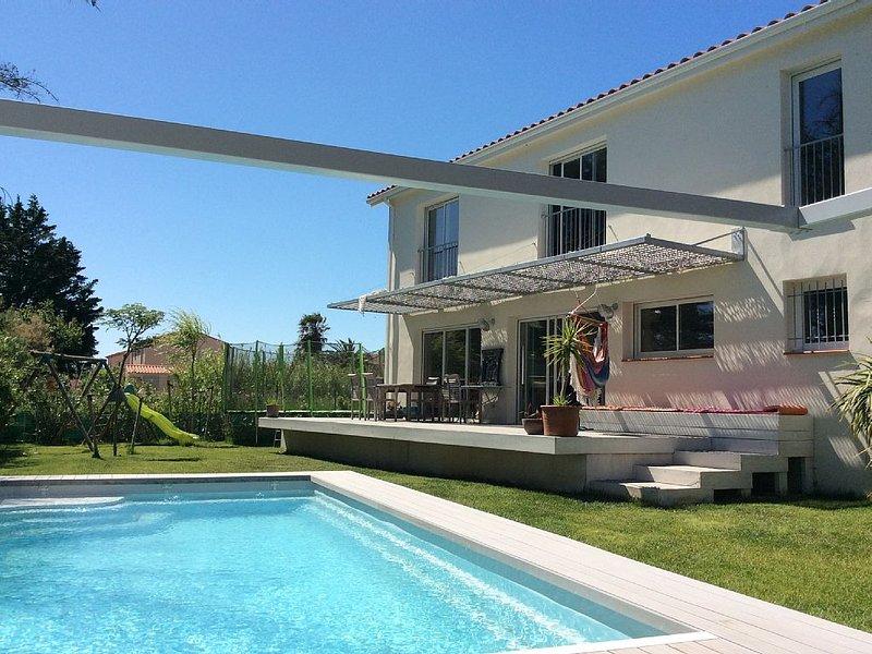 Villa avec piscine à 5 mn à pied de la plage de Sainte Marie la mer, holiday rental in Sainte-Marie-Plage