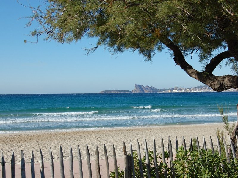Jolie villa av grd terasse spacieuse a 450m de la plage des lecques, holiday rental in Saint-Cyr-sur-Mer