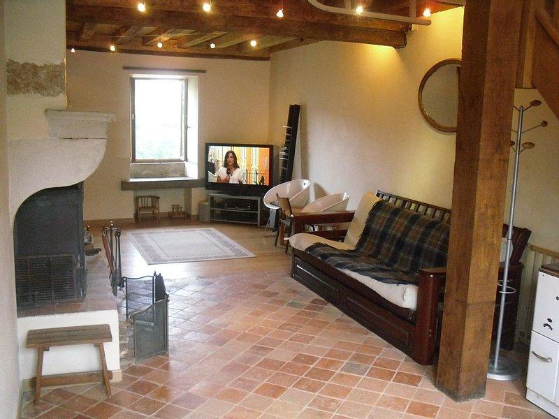 Maison de caractère tout confort pour 4/6 personnes, holiday rental in Brianny